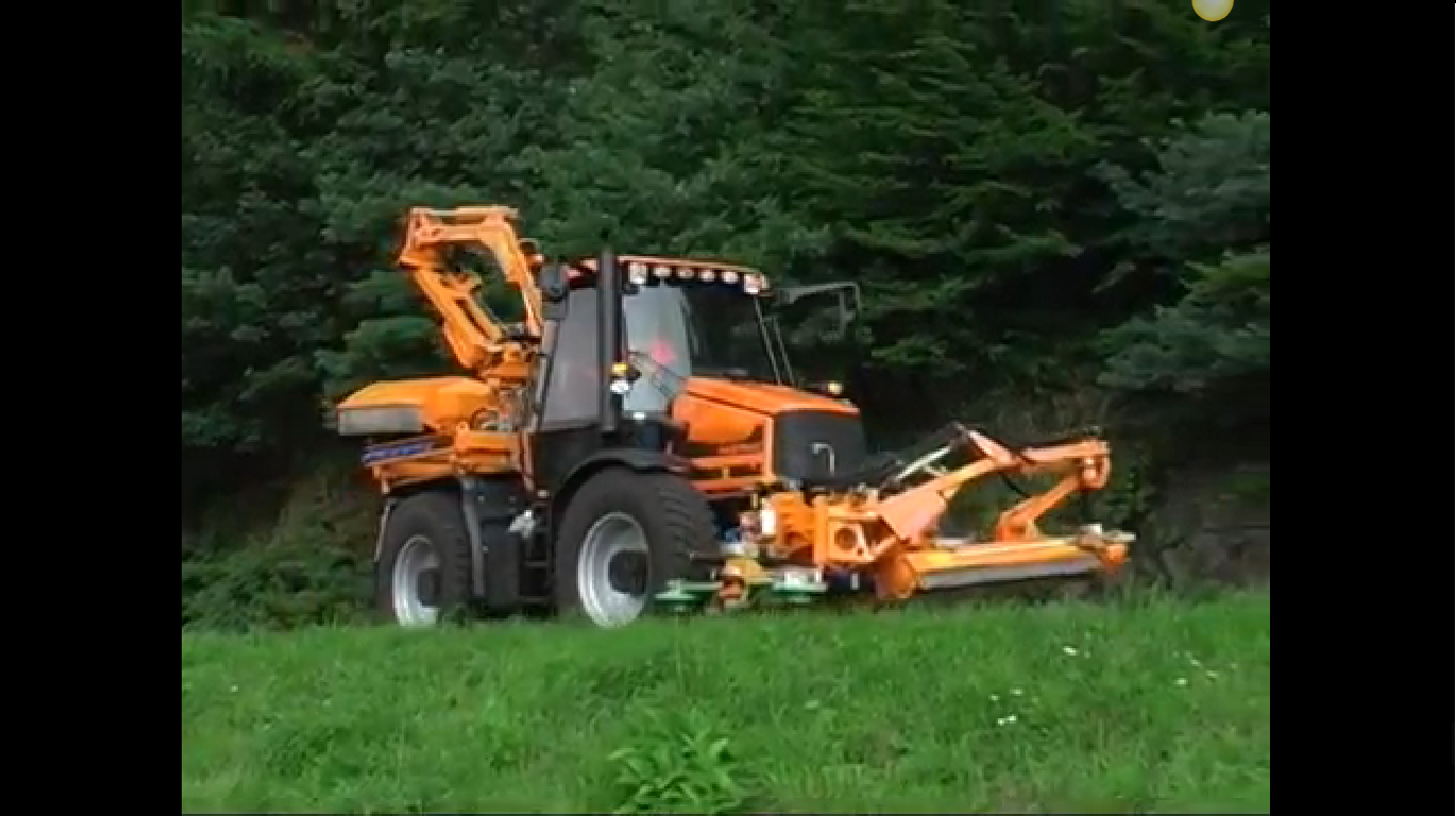 Uniqco Special Vehicles Verge Mowing Tractor